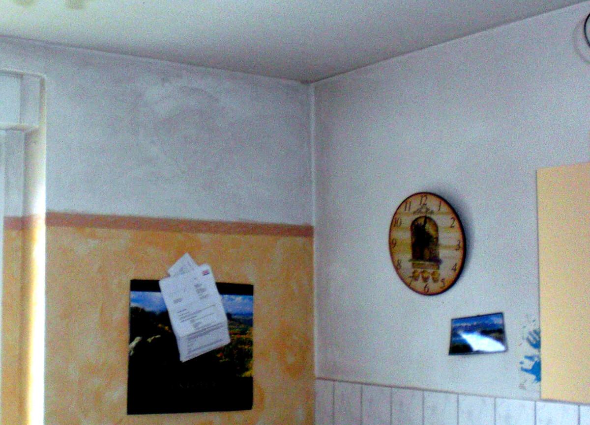 praxisbeispiele von schimmel rund um die wohnr ume. Black Bedroom Furniture Sets. Home Design Ideas